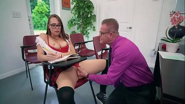 Professor e aluna putinha novinha fazendo sacanagem na aula particular