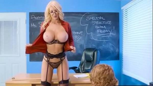 Professora do sexo loira safada dando aula de buceta no aluno