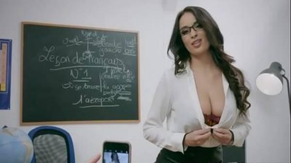 Professora particular morena sexy dando o cú pro aluno novinho