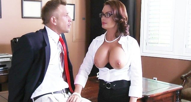 Professora safada pegando no pau do diretor e fudendo igual puta