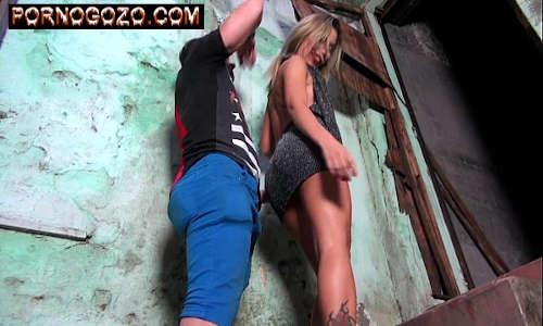 Putinha gostosa brasileira da favela provoca de vestidinho curto querendo prazer PornoGozo