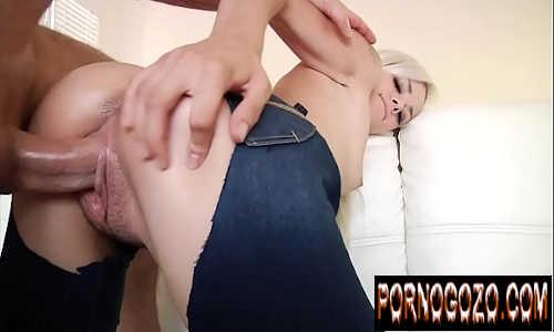 Quero ver vídeo pornográfico loirinha com calça jeans rasgada dando