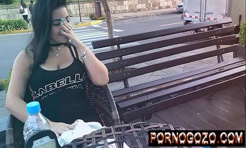 Safada morena br Gozando em Publico com brinquedo interativo buceta pulsando PornoGozo