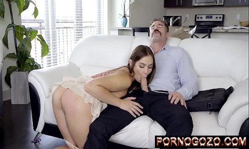Safado comendo a cunhada novinha após boquete guloso de sainha no sofá da sala