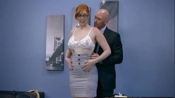 Secretária ruiva gostosa da buceta peluda dando pro patrão