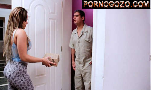 Seduzindo entregador casado brasileiro baita gostosa de legging querendo foda PornoGozo