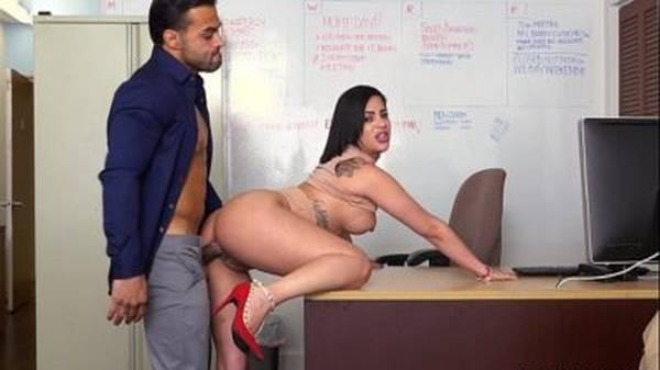 Sexo no escritório morena gostosa secretária dando gemendo muito alto