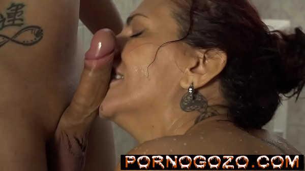 Sogra coroa brasileira morenona boqueteira passando a boca toda na pica