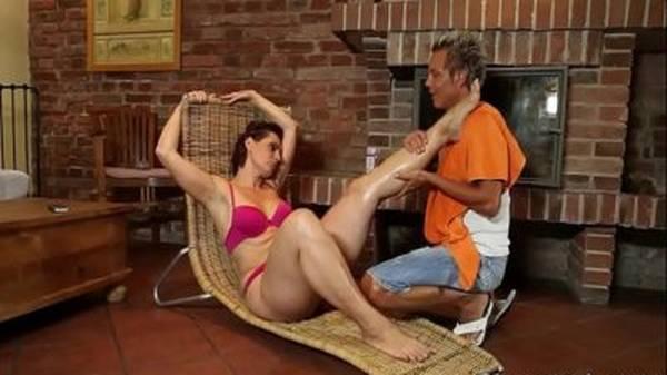 Tia gordinha gostosa seduzindo o sobrinho novo ao sexo