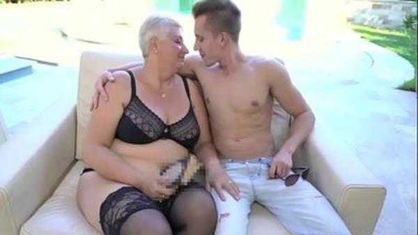 Tia safada gostosa de lingerie dando pro sobrinho novinho