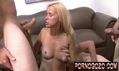 Três caras e uma gostosa metendo em filme pornográfico madura loira PornoGozo