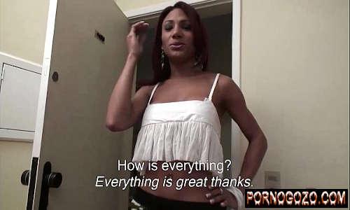 Travesti negra gostosa transando pelada e fodendo o bundão grande do cuzinho quente