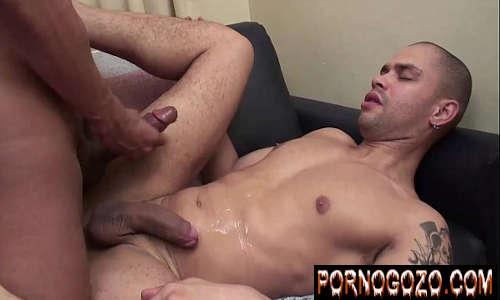 Travesti transando pelada e fodendo gostoso com o cara tarado e safado