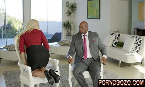 Vídeo pornográfico vídeo corretora de imóveis gostosa provocando negão pro anal
