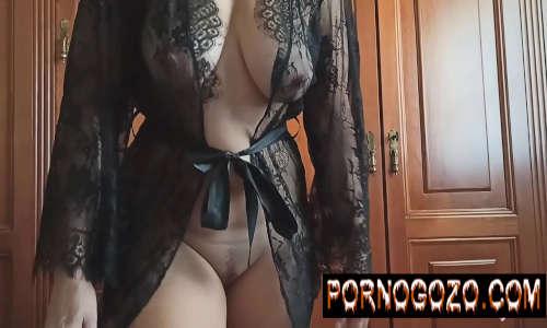 Vídeos pornográficos da gretchen metendo de roupão preto transparente