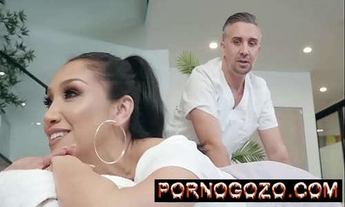 Vicki Chase em Vídeo Porno com milf morena gostosa Pornogozo