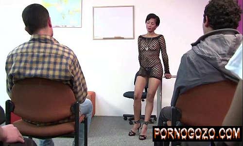 Video porno na escola com professora madura safada dando para aluno no supletivo