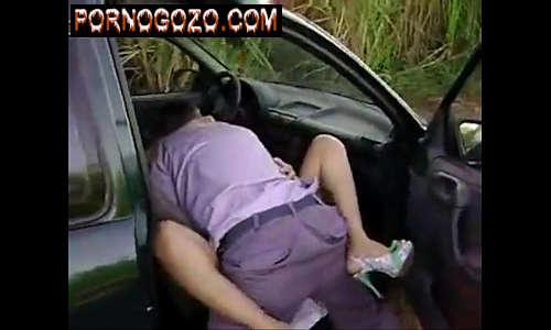 Videos de sexo com policial tarado transando com casada dentro do carro no meio do mato