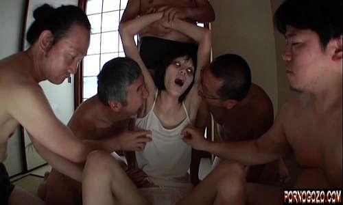 Videos pornos bizarros japonesa possuída por demónio fazendo orgia