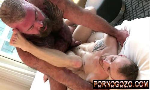 Xvideo menino gay na seca tirando o tesão com o papai peludo comedor